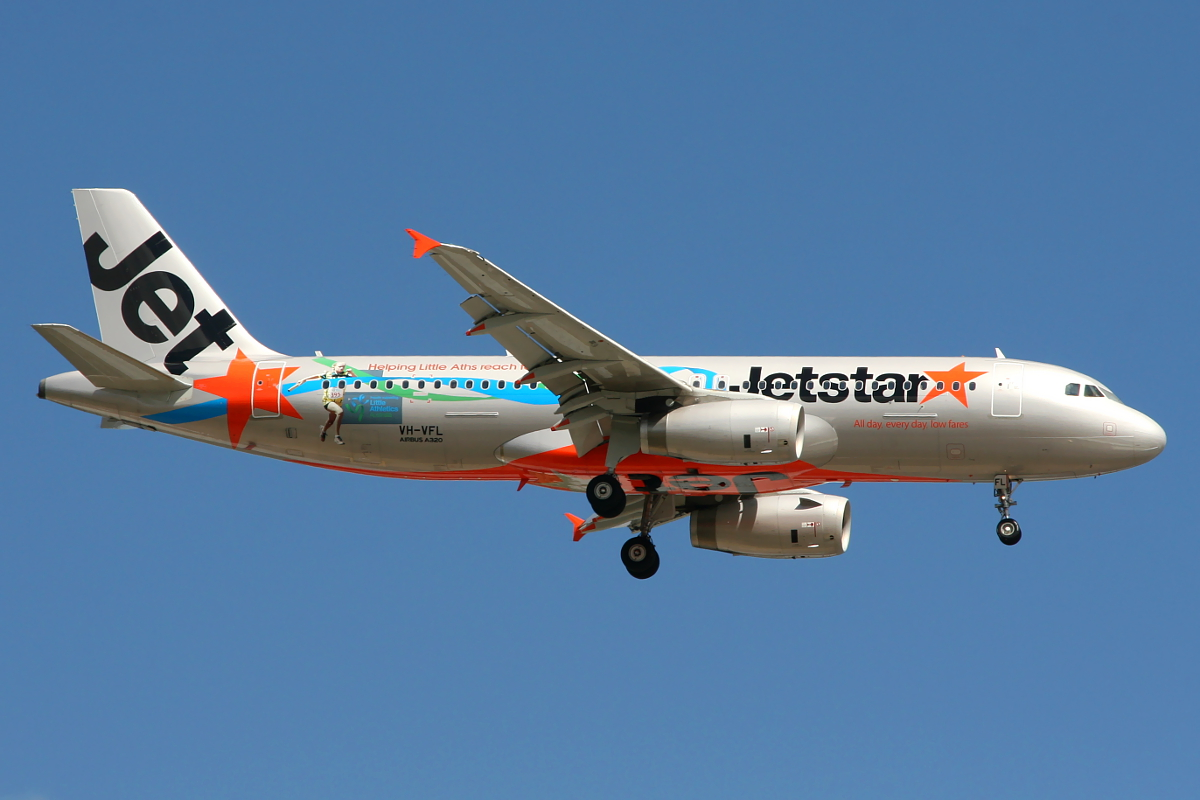 VH-VFL Airbus A320-232 (MSN 5334) of Jetstar at Perth Airport – Thurs 30 Oct 2014.
