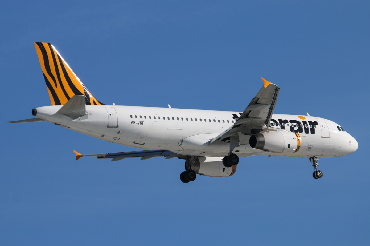 VH-VNF Airbus A320-232 (MSN 3332) of Tigerair Australia at Perth Airport, Fri 31 October 2014. Flight TT413 from Melbourne, on final approach to runway 24 at 4:27pm. Photo © David Eyre