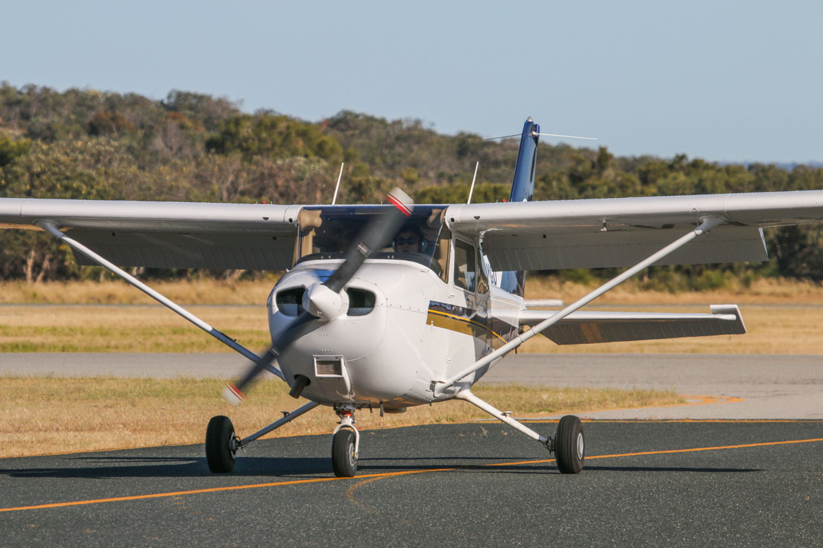 VH-YGQ Cessna 172R Skyhawk (MSN 17281580) owned by Singapore Flying College, at Jandakot Airport - Fri 14 November 2014. Built in 2011, ex N9091G. Photo © David Eyre