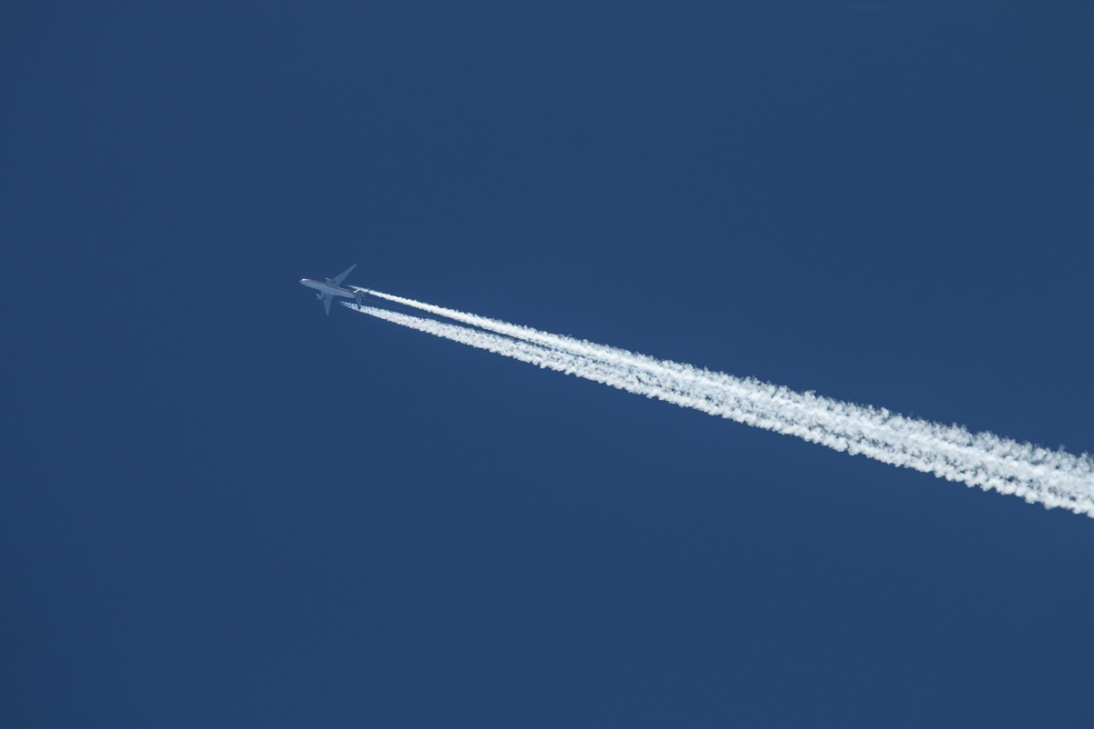 9V-SQI Boeing 777-212ER (MSN 28530/390) of Singapore Airlines flying over at 39,000 feet at Dongara Airfield – Sat 15 November 2014. Flight SQ213 from Singapore to Perth, flying over Dongara Airfield at 12:15pm. It landed at Perth at 12:49pm. Photo © David Eyre