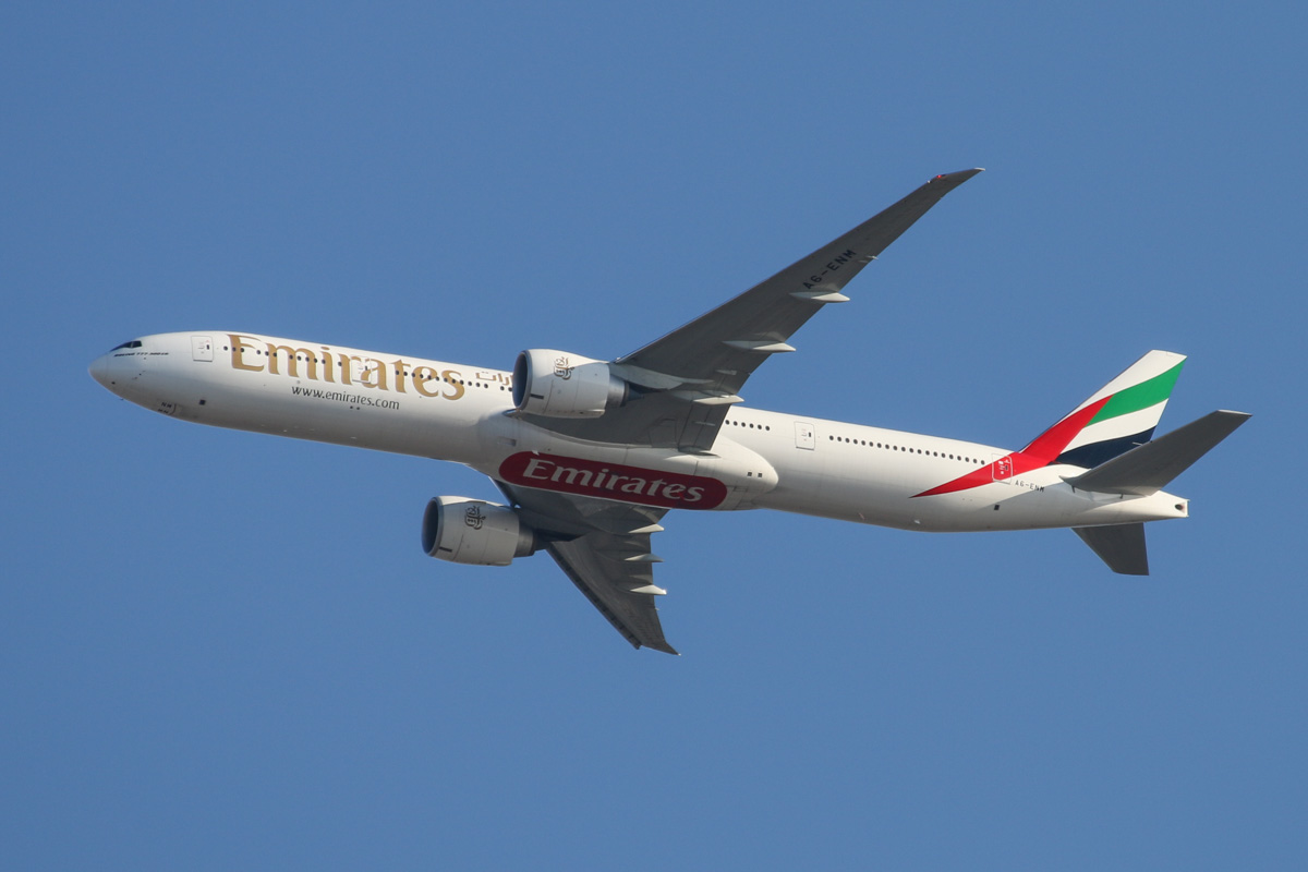 A6-ENM Boeing 777-31HER (MSN 41359/1168) of Emirates over the northern suburbs of Perth - Mon 17 November 2014. EK420 from Dubai, at 3,000 feet heading northeast over the northern suburbs before approaching Perth Airport's runway 21 at 5:25 pm Photo © David Eyre
