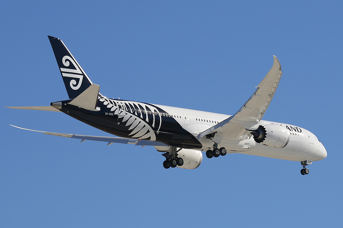 ZK-NZG Boeing 787-9 DreamLiner (MSN 37963) of Air New Zealand at Perth Airport – Thurs 11 Dec 2014.