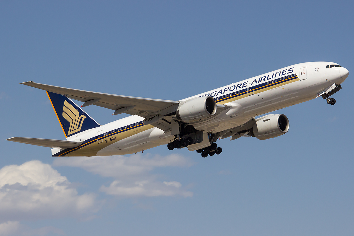 9V-SRM Boeing 777-212ER (MSN 32320) of Singapore Airlines at Perth Airport – Fri 19 Dec 2014.