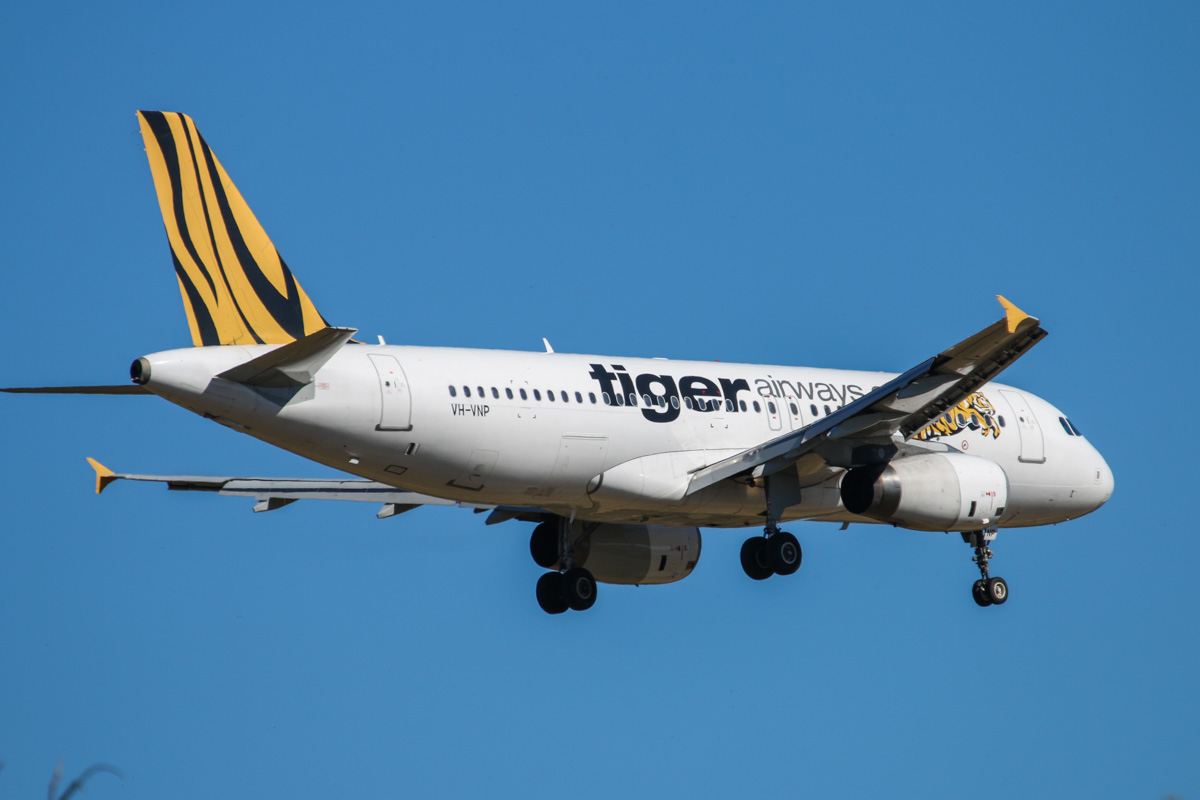 VH-VNP Airbus A320-232 (MSN 2952) of Tigerair Australia, still in Tiger Airways livery, at Perth Airport - Wed 10 December 2014. Flight TT413 from Melbourne, on final approach to runway 21 at 3:57pm. Photo © David Eyre