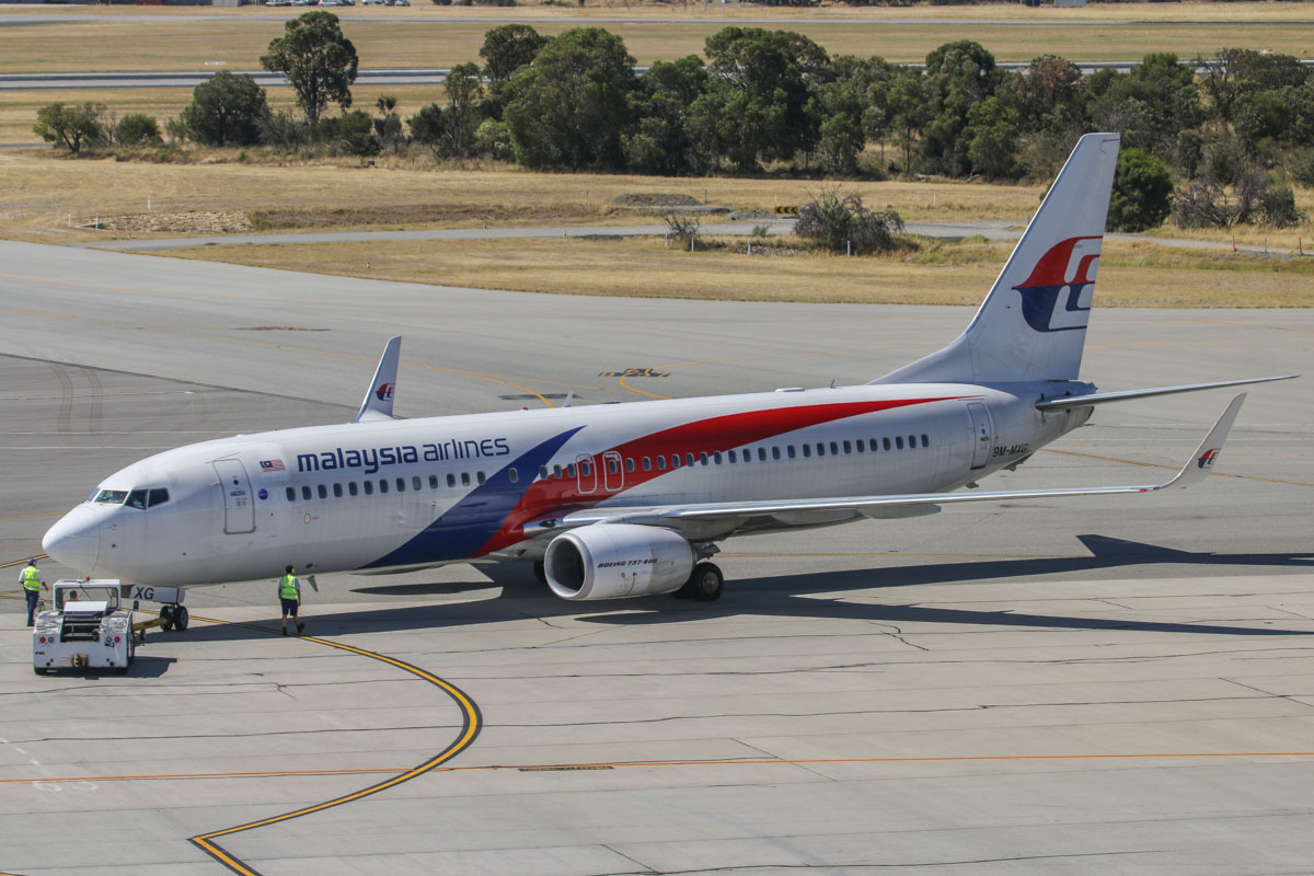 9M-MXG Boeing 737-8H6 (MSN 40134/3873) of Malaysia Airlines, at Perth Airport – Sun 28 December 2014. During pushback from Bay 53 at 2:59pm as flight MH120 to Kota Kinabalu. Photo © David Eyre