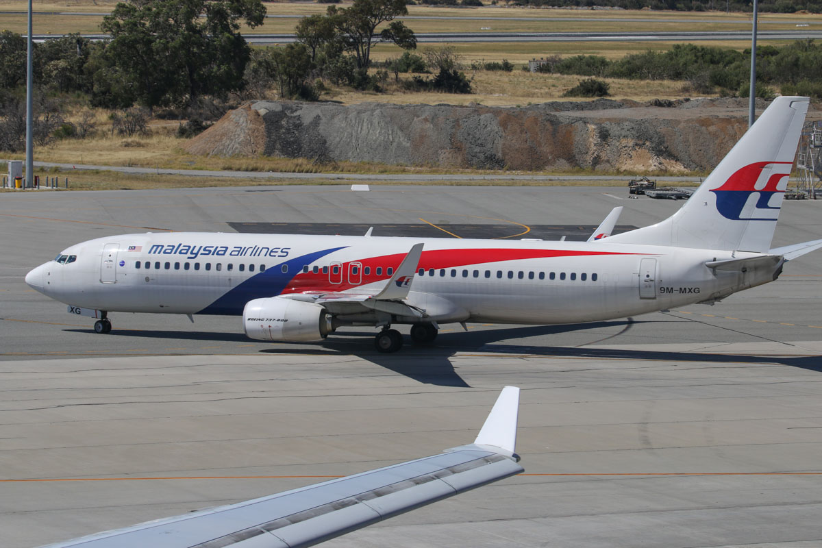 9M-MXG Boeing 737-8H6 (MSN 40134/3873) of Malaysia Airlines, at Perth Airport – Sun 28 December 2014. Taxying out for departure at 3:02pm as flight MH120 to Kota Kinabalu. Photo © David Eyre