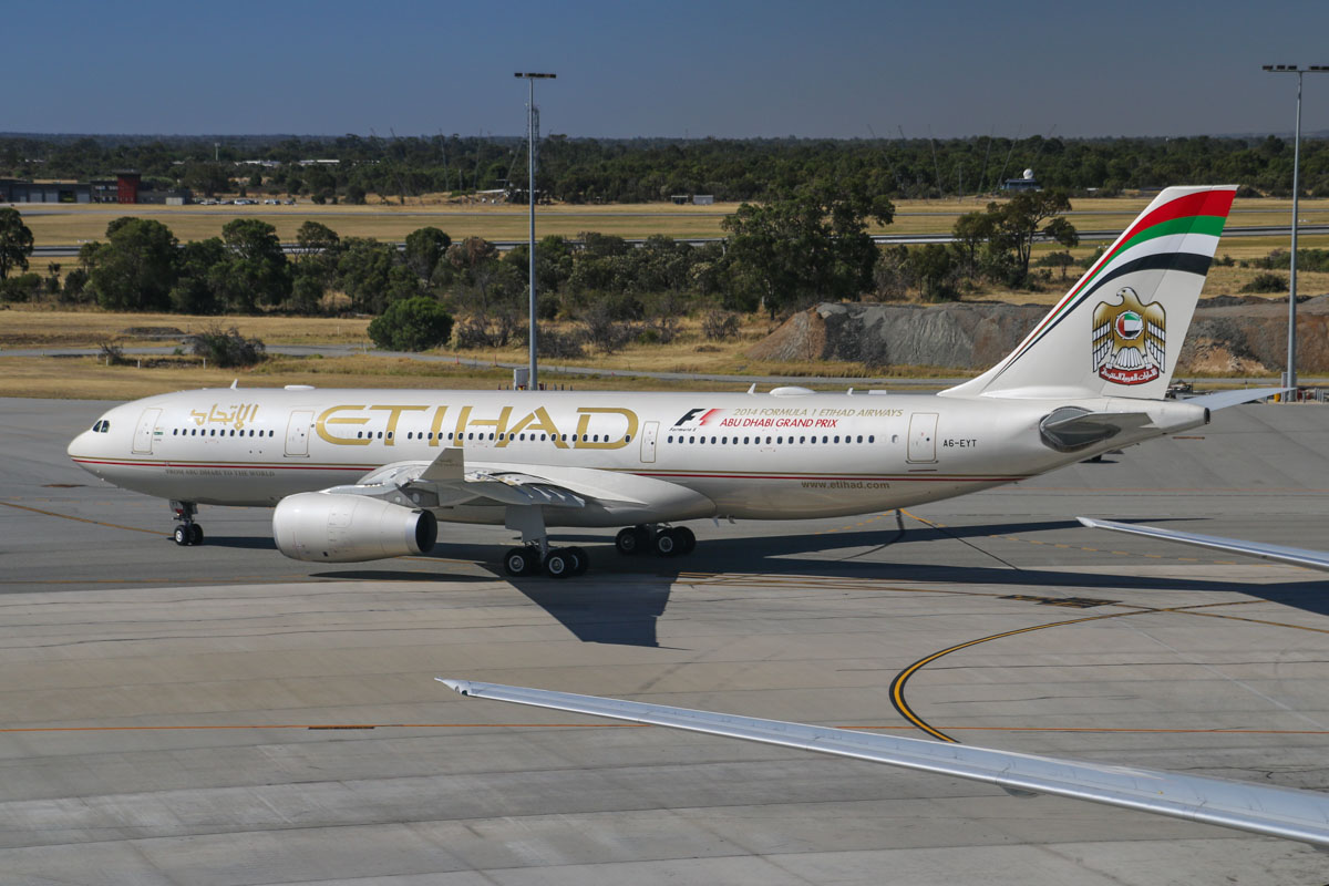 A6-EYT Airbus A330-243 (MSN 1486) of Etihad, at Perth Airport – Sun 28 December 2014. Flight EY487 to Abu Dhabi, taxying out for departure at 3:58pm. Photo © David Eyre