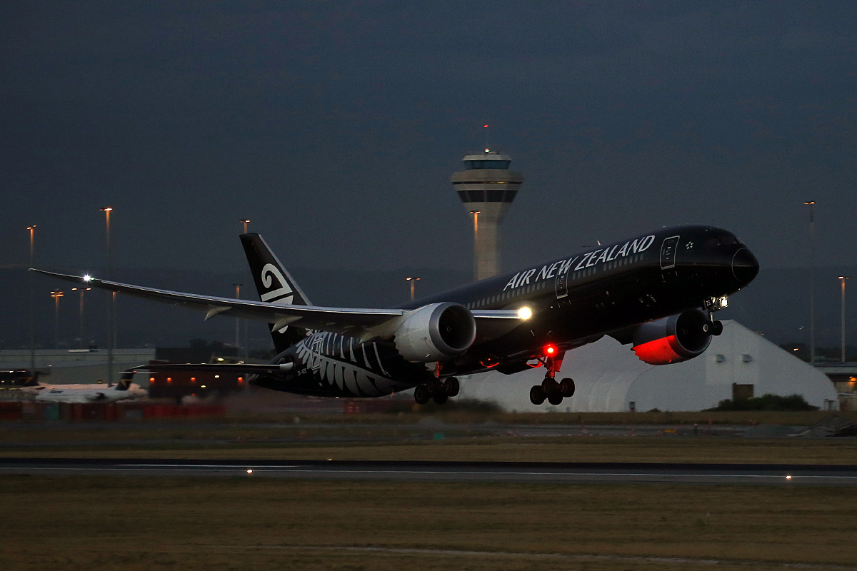 ZK-NZE Boeing 787-9 Dreamliner (MSN 34334) of Air New Zealand at Perth Airport – Wed 25 Feb 2015.