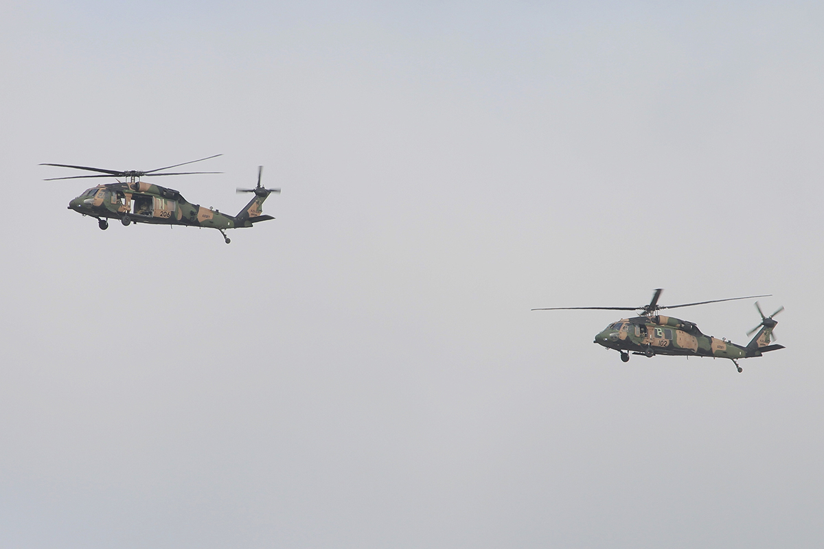 A25-206 and A25-102 Sikorsky S70-A9 Blackhawks of Australian Army over the Western Suburbs – 26 Feb 2015