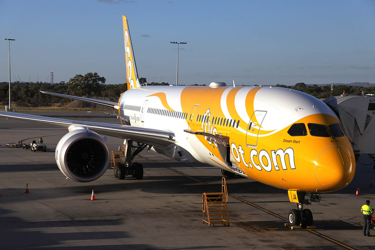 9V-OJA Boeing 787-9 DreamLiner (MSN 37112) of Scoot at Perth airport – 2 Mar 2015.