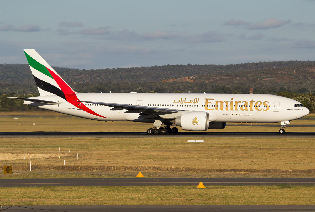 A6-EWC Boeing 777-21H LR (MSN 35576/677) of Emirates, at Perth Airport – Mon 2 March 2015. Flight EK423 to Dubai, taking off from runway 21 at 5:52pm. Photo © Evan Robson