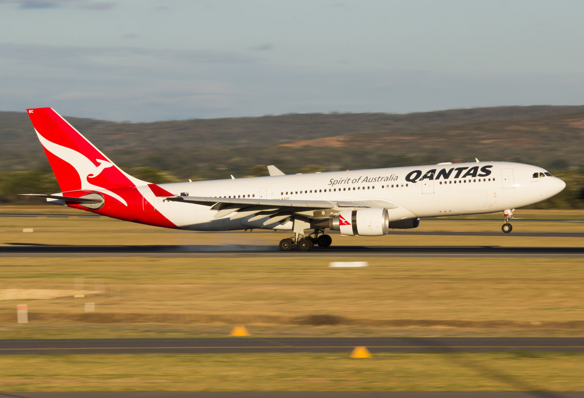 VH-EBC Airbus A330-203 (MSN 506), named 'Surfers Paradise' of Qantas, at Perth Airport – Mon 2 March 2015. Flight QF773 from Melbourne, landing on runway 21 at 6:12pm. Photo © Evan Robson