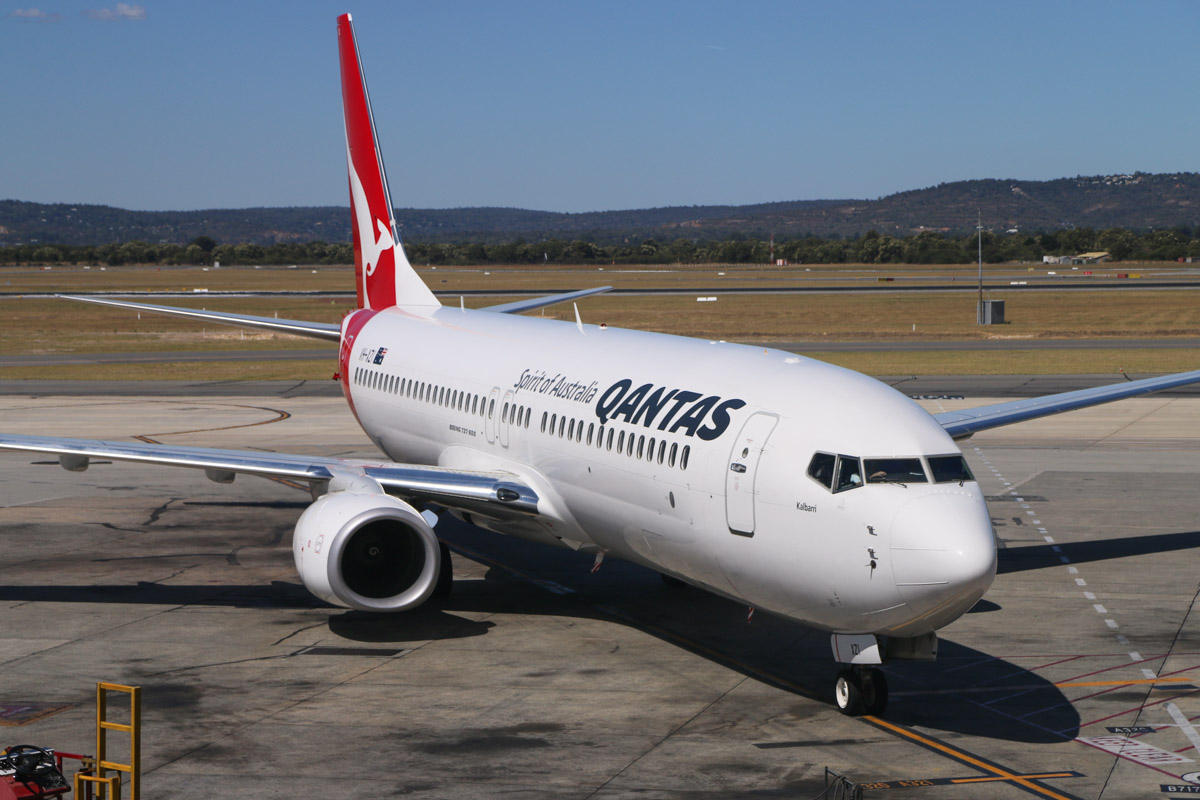 VH-XZI Boeing 737-838 (MSN 39364/4630) named 'Kalbarri', of Qantas, at Perth Airport – Fri 6 March 2015. Flight QF651 from Brisbane, taxying in to park at Bay 13, Terminal 4 at 2.21pm. Photo © David Eyre