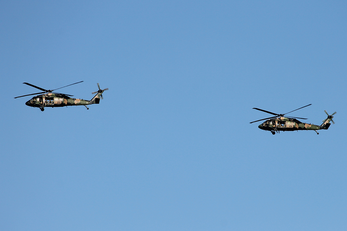 A25-212 and A25-109 Sikorsky S70-A9 Blackhawks of the Australian Army over the Western Suburbs – 11 March 2015.