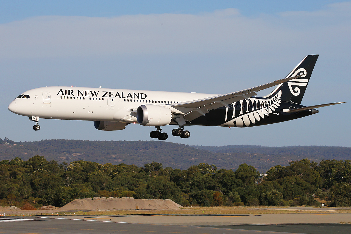 ZK-NZF Boeing 787-9 DreamLiner (MSN 34335) of Air New Zealand at Perth Airport – 25 March 2015.