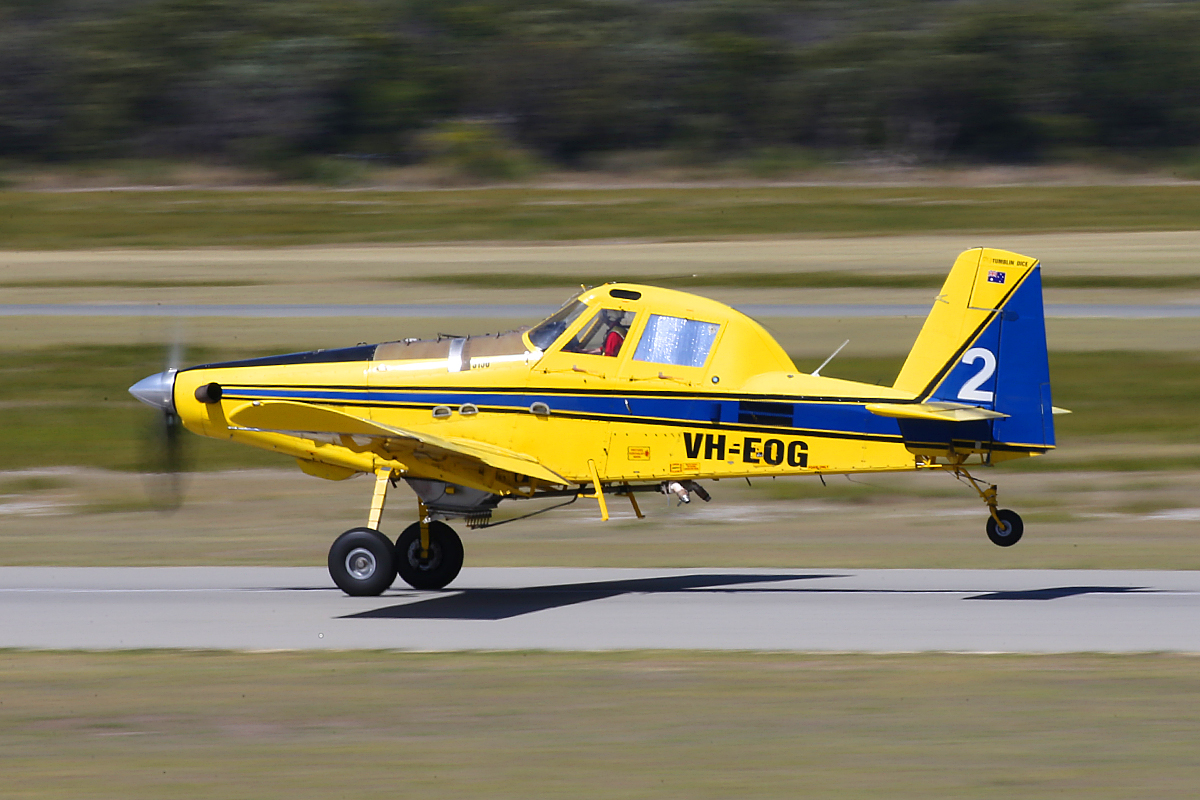 VH-EOG Air Tractor AT-802 (MSN 802-0185) of Dunn Aviation at Jandakot Airport – 26 March 2015.