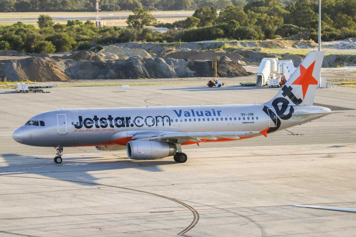 9V-JSM Airbus A320-232 (MSN 4872) of Jetstar Asia, at Perth Airport - Wed 1 April 2015. Flight 3K136 to Singapore, taxying out for departure at 7:26am. Photo © David Eyre