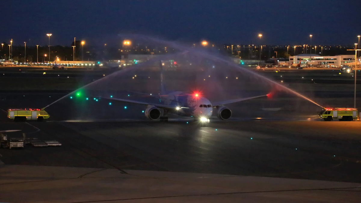 B-2732 Boeing 787-8 Dreamliner (MSN 34926/93) of China Southern Airlines at Perth Airport – Wed 1 April 2015. The first China Southern Boeing 787 service to Australia is greeted with the traditional water cannon salute by airport fire crews in the pre-dawn darkness at 6:02 am. Photo © Ben Cambridge