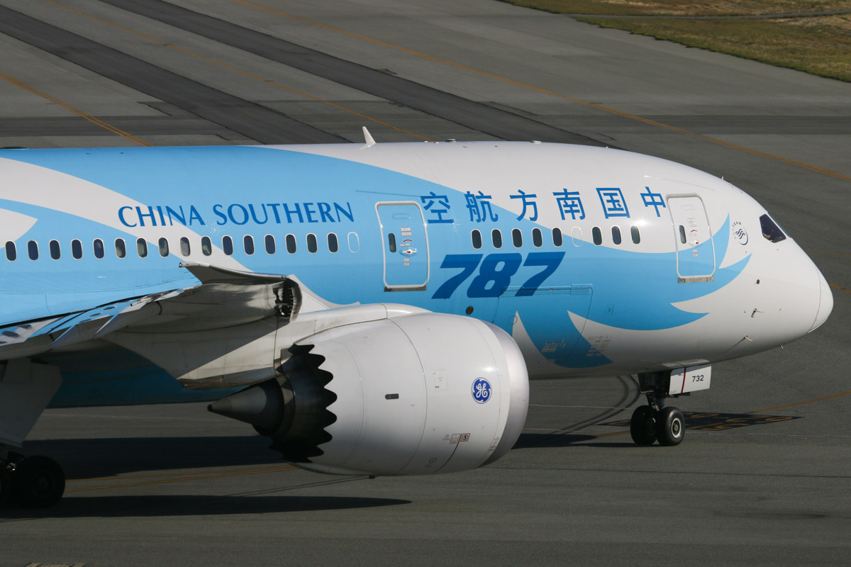 B-2732 Boeing 787-8 Dreamliner (MSN 34926/93) of China Southern Airlines at Perth Airport – Wed 1 April 2015. The first China Southern Boeing 787 service from Australia, flight CZ320 to Guangzhou, taxying out to runway 21 at 8:39 am. Photo © David Eyre