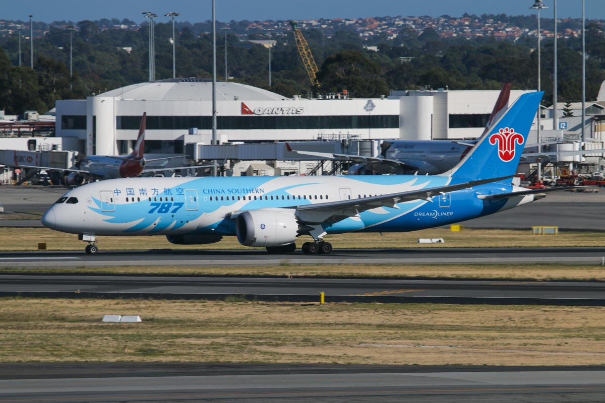 B-2732 Boeing 787-8 Dreamliner (MSN 34926/93) of China Southern Airlines at Perth Airport – Wed 1 April 2015. The first China Southern Boeing 787 service from Australia, flight CZ320 to Guangzhou, taking off from runway 21 at 8:44 am. Photo © David Eyre