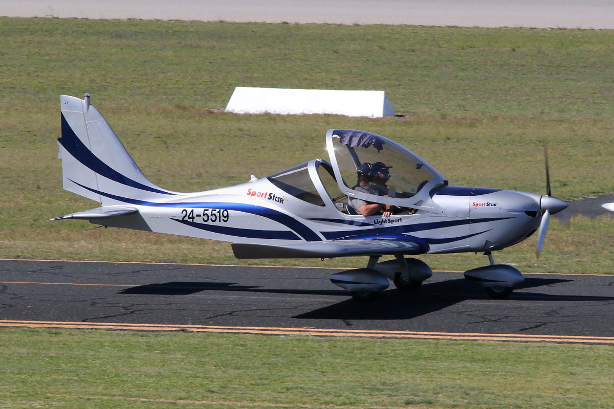24-5519 Evektor Sportstar Plus at Jandakot Airport – 15 April 2015.
