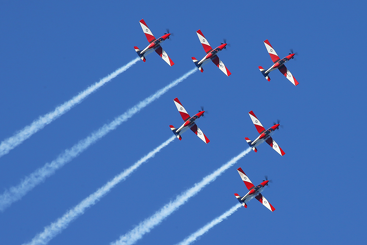 18 April 2015: RAAF Roulettes aerobatic team over the Swan River