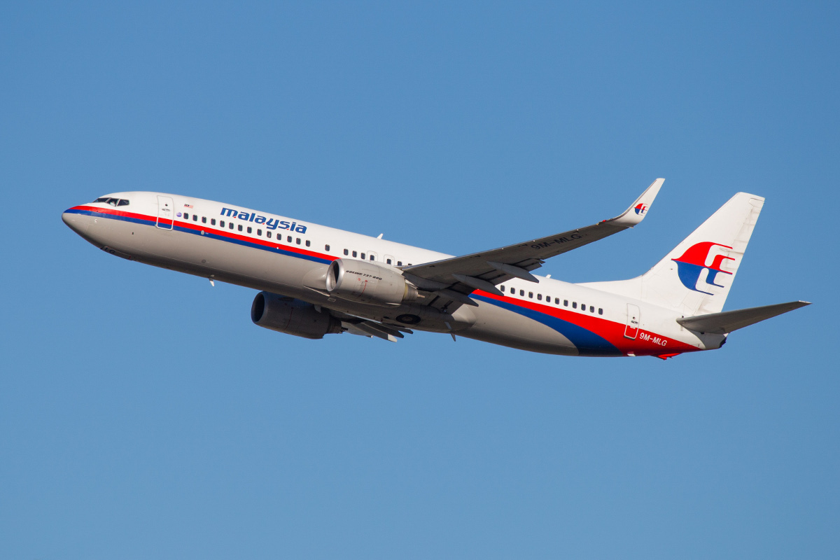 9M-MLG Boeing 737-8FZ (MSN 31779/3395) of Malaysia Airlines, at Perth Airport – Sun 19 April 2015. Taking off from runway 03 at 3.31pm as flight MH120 to Kota Kinabalu. Still in the old livery. Photo © Marcus Graff