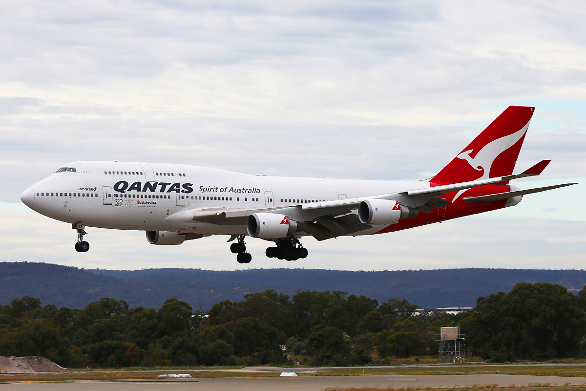 VH-OEI Boeing 747-438ER (MSN 32913/ 1330), named 'Fysh-McGuinness', of Qantas, at Perth Airport - Wed 29 April 2015