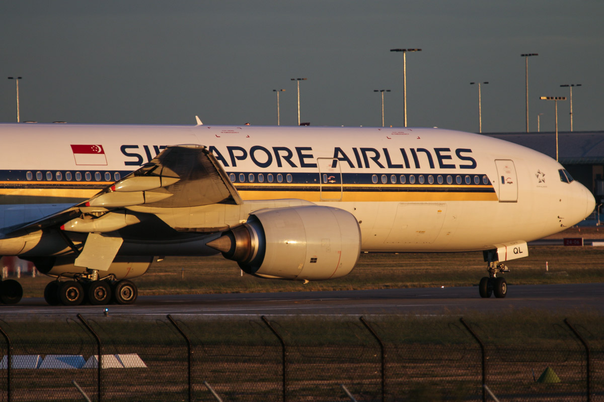 9V-SQL Boeing 777-212ER (MSN 33370/451) of Singapore Airlines, at Perth Airport - Wed 6 May 2015. Flight SQ214 to Singapore, lining up on runway 21 for takeoff at 5:17pm. Photo © David Eyre