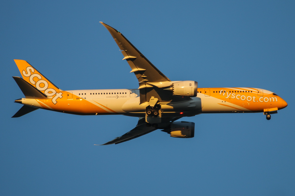 9V-OJA Boeing 787-9 Dreamliner (MSN 37112/240), named 'Dream Start', of Scoot, over the Swan Valley, Perth – Thu 7 May 2015. Flight TZ8 from Singapore, on approach to runway 21 at 5:19pm. Photo © David Eyre