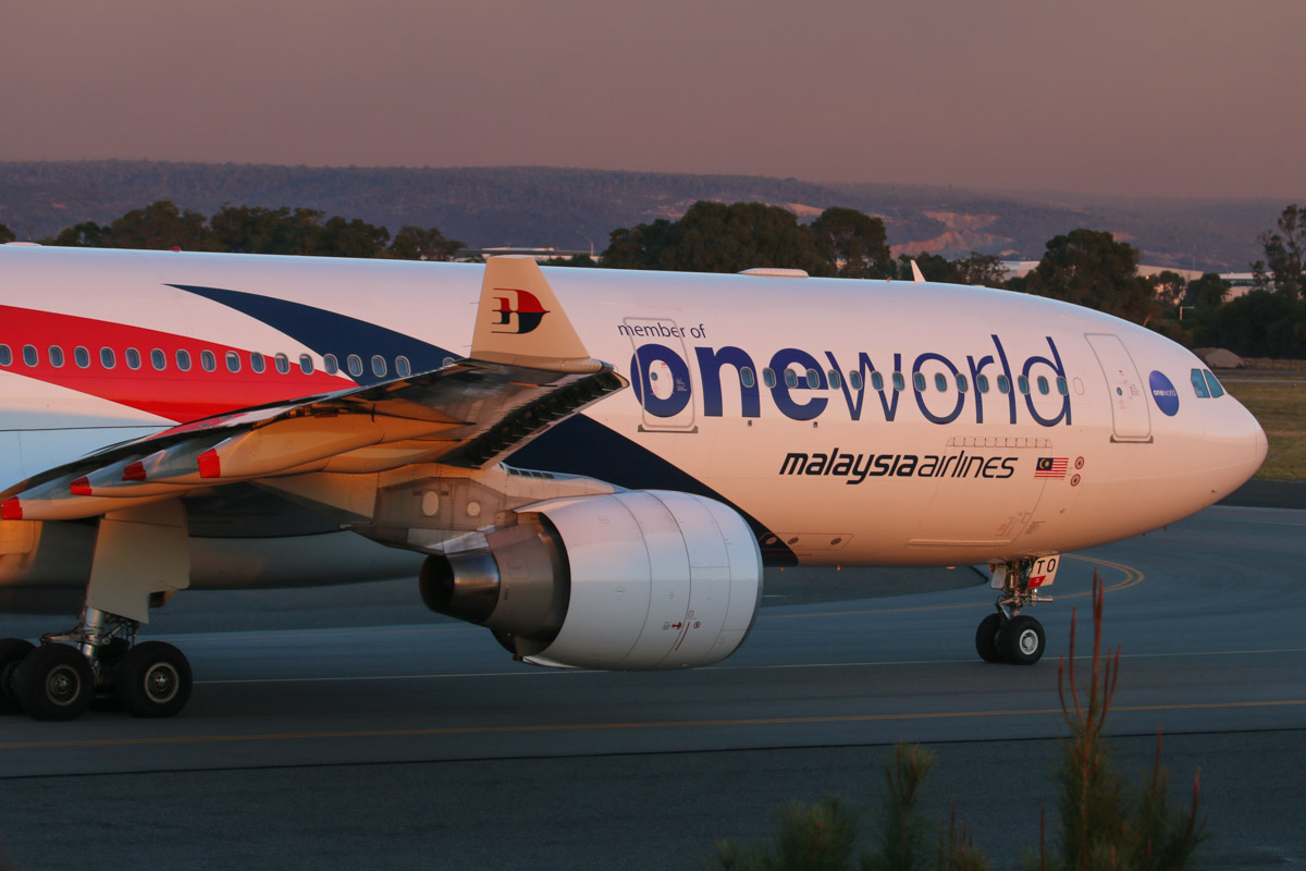 9M-MTO Airbus A330-323X (MSN 1489) of Malaysia Airlines, with Oneworld titles, at Perth Airport – Wed 13 May 2015. Taxying out to runway 03 for takeoff at 5:12pm as flight MH124 to Kuala Lumpur. Photo © David Eyre