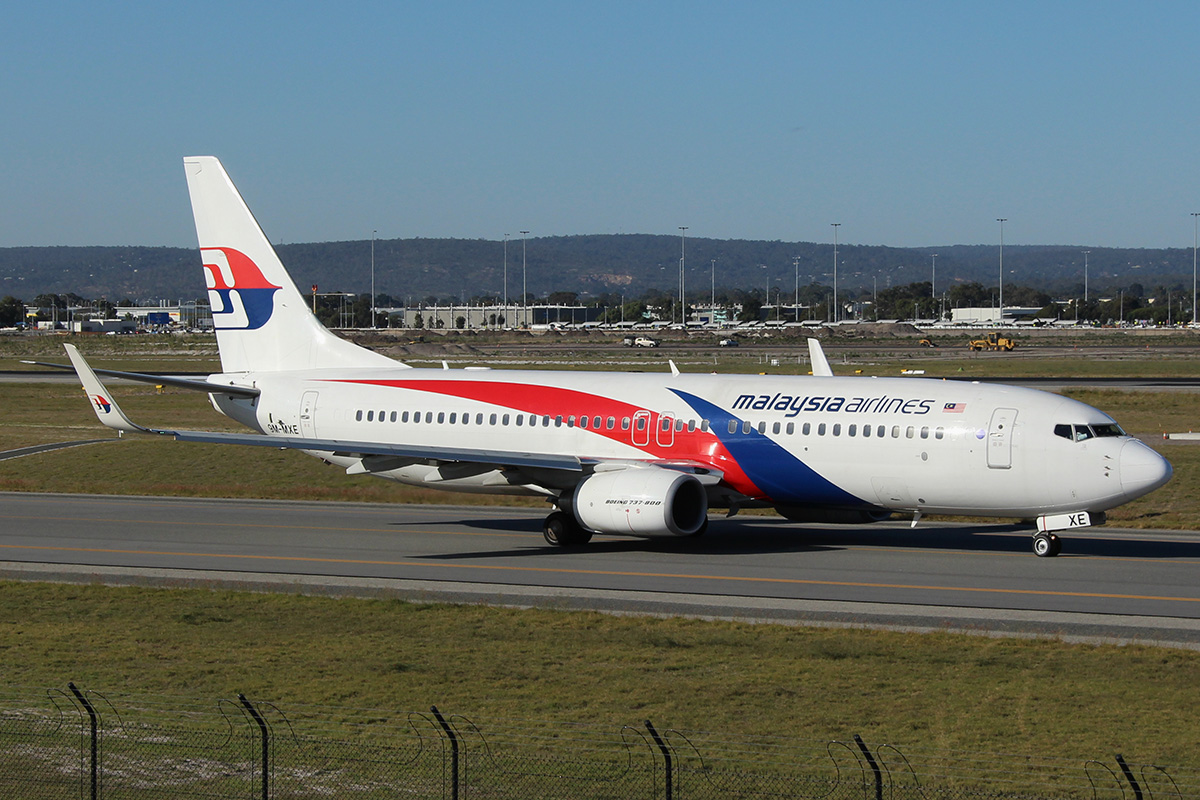 9M-MXE Boeing 737-8H6/W (MSN 40132) of Malaysia Airlines at Perth Airport – 13 May 2015.