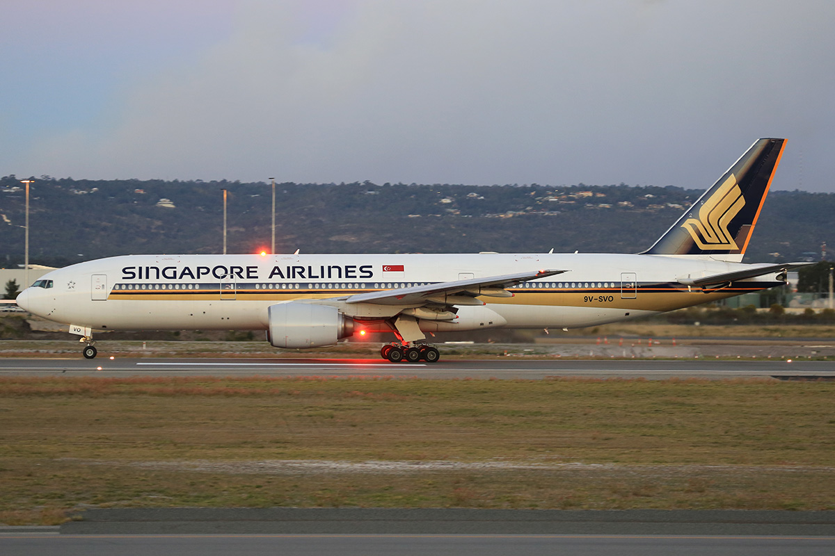9V-SVO Boeing 777-212ER (MSN 28533) of Singapore Airlines at Perth Airport – 13 May 2015.