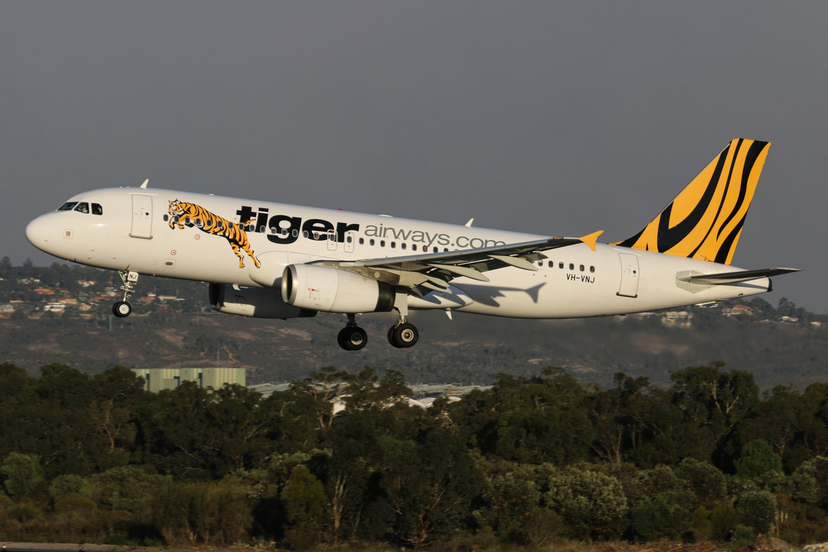 VH-VNJ Airbus A320-232 (MSN 2782) of Tigerair Australia, at Perth Airport - Wed 13 May 2015. Flight TT413 from Melbourne, landing on runway 03 at 4:46pm. Photo © David Eyre