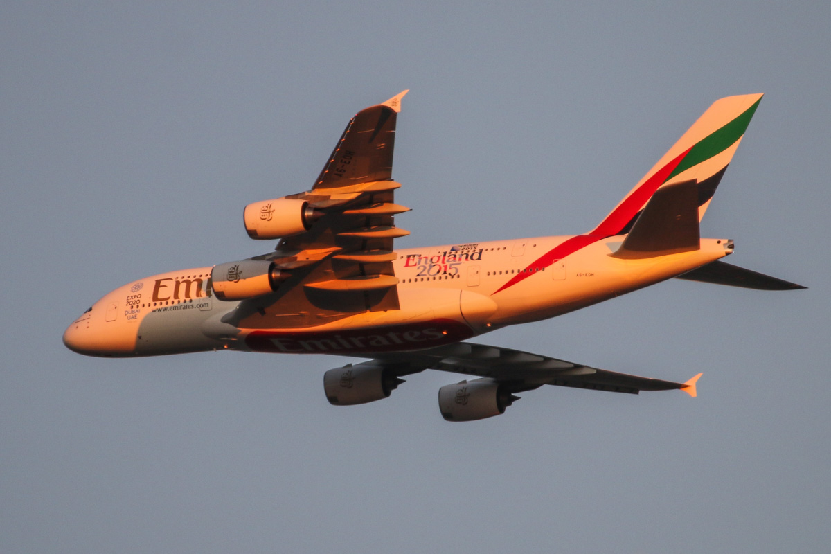 A6-EOH Airbus A380-861 (MSN 174) of Emirates, over the northern suburbs of Perth – Fri 22 May 2015. Flight EK420 flying northeast along the 9 DME arc at 5:20pm before turning right to join the approach to Perth Airport's runway 21. Photo © David Eyre