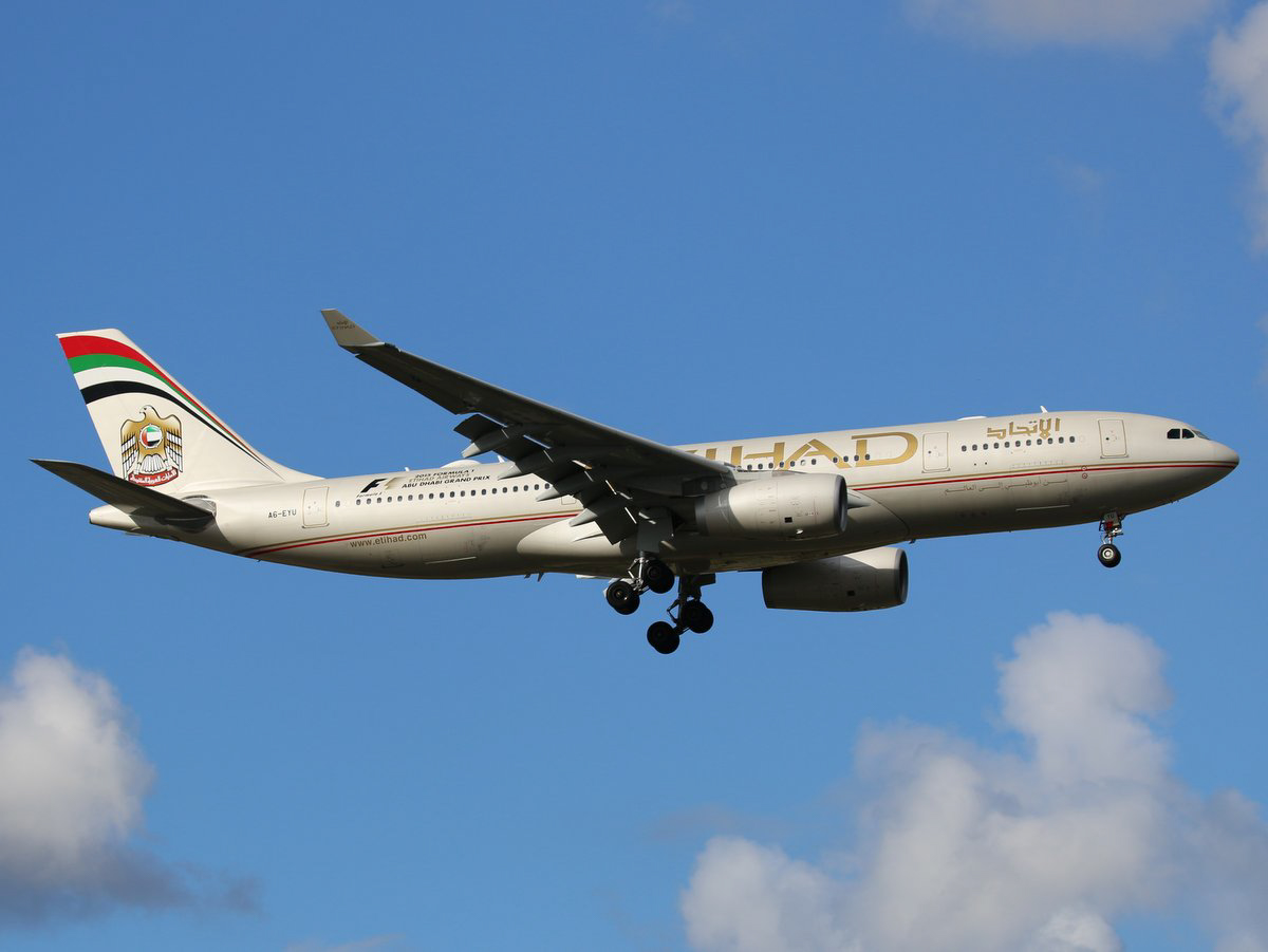 A6-EYU Airbus A330-243 (MSN 1521) of Etihad, at Perth Airport - Sun 7 June 2015. Now has 2015 FORMULA 1 - ABU DHABI GRAND PRIX' titles in black. On final approach to runway 21 at 2:15pm, as flight EY486 from Abu Dhabi. Photo © Jimmy Leng