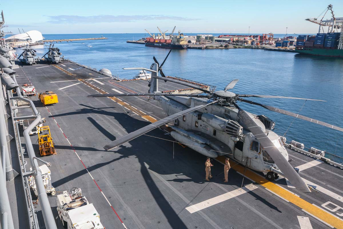 "165244/25 Sikorsky CH-53E Super Stallion (MSN 65-638) of HMH-462 ""Heavy Haulers"", USMC, aboard USS Bonhomme Richard (LHD-6), at Fremantle - Fri 26 June 2015. Photo © David Eyre"