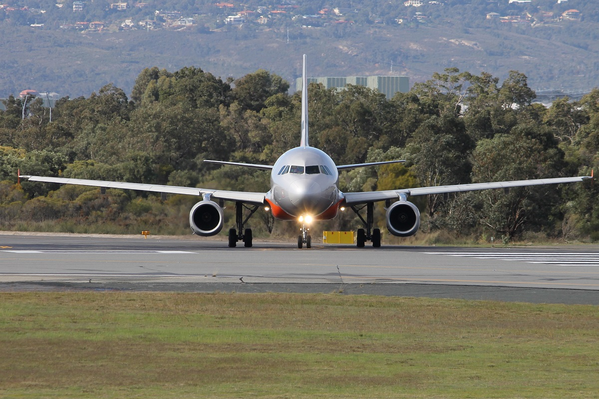 9V-JSL Airbus A320-232 (MSN 4786) of Jetstar Asia, with Valuair titles, at Perth Airport – 5 July 2015