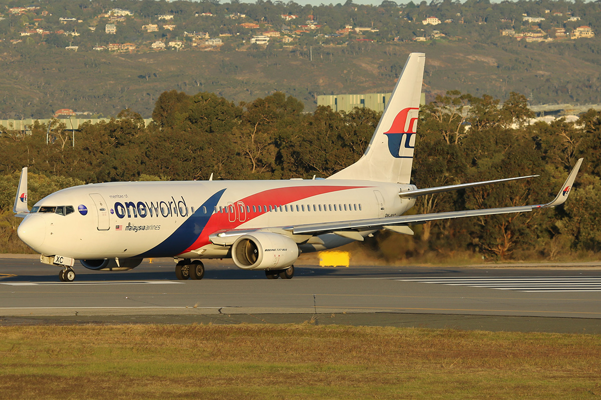 9M-MXC Boeing 737-8H6/W (MSN 40130) of Malaysia Airlines at Perth Airport – 15 July 2015.