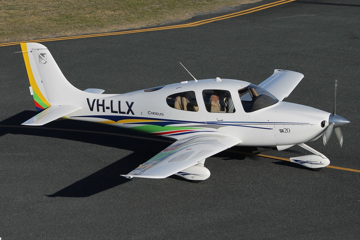 VH-LLX Cirrus SR20 (MSN 1389) owned by Bazdale Investments Pty Ltd, at Jandakot Airport – 15 July 2015.