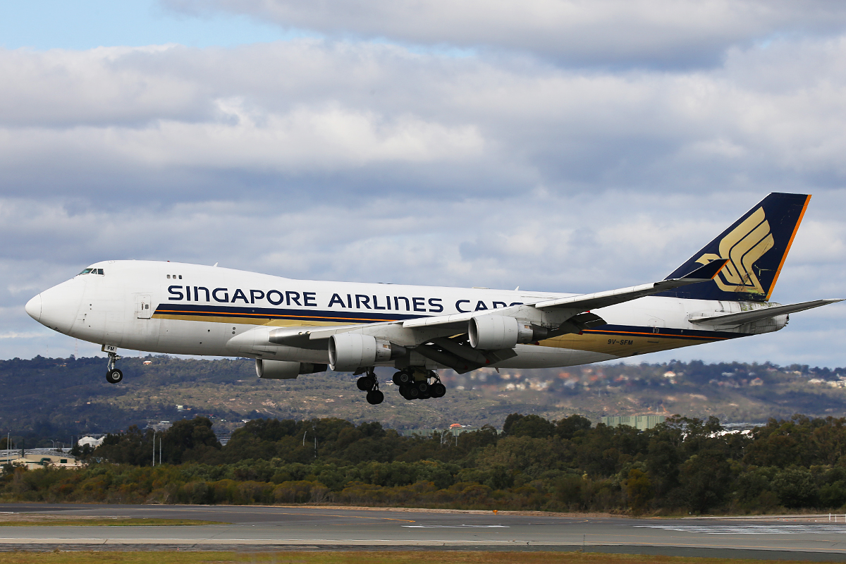 9V-SFM Boeing 747-412F (MSN 32898) of Singapore Airlines Cargo at Perth Airport – 26 July 2015.