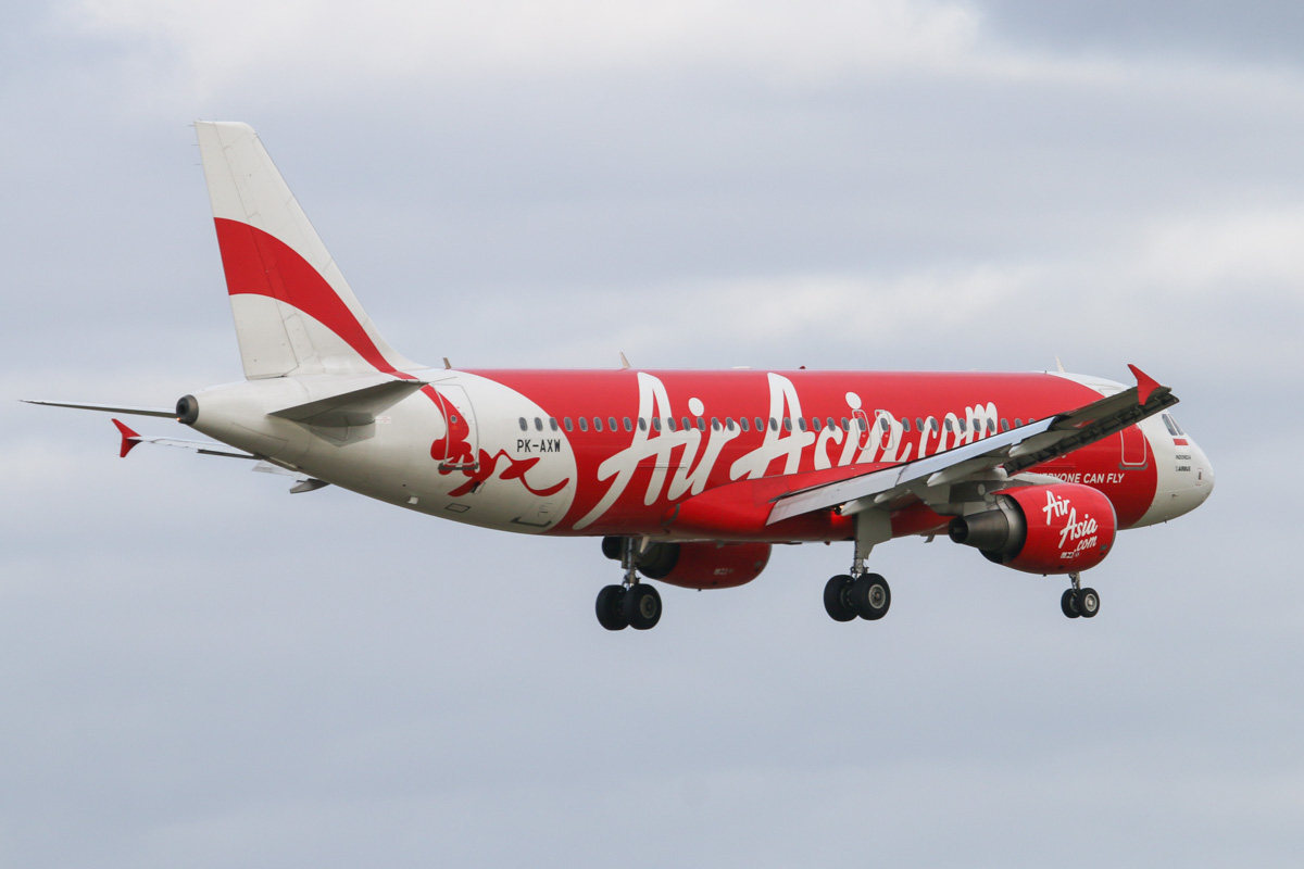 PK-AXW Airbus A320-216 (MSN 5137) of Indonesia AirAsia, at Perth Airport - Tue 11 August 2015. Flight QZ544 from Denpasar, Bali, about to land on runway 21 at 4:17pm. Photo © David Eyre
