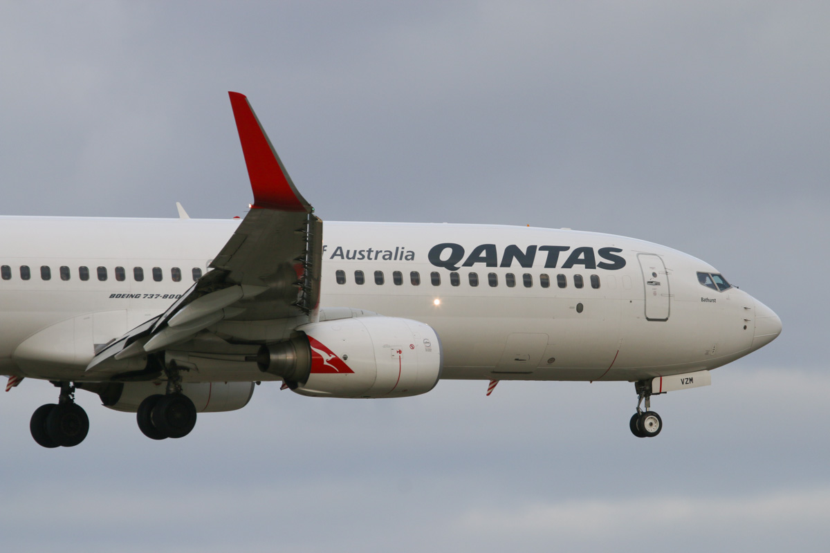 VH-VZM Boeing 737-838 (MSN 34192/3644) of Qantas, named 'Bathurst', at Perth Airport - Tue 11 August 2015. Landing on runway 21 as flight QF1073 from Broome at 4:21pm. Photo © David Eyre