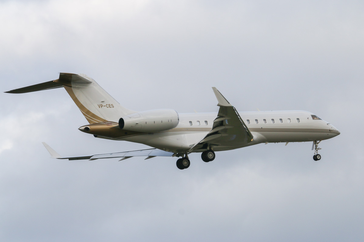 VP-CES Bombardier BD-700-1A11 Global 5000 (MSN 9311), owner unknown, at Perth Airport – Tue 11 August 2015. Landing on runway 21 at 4:13pm, arriving from Seletar, Singapore. This aircraft was built in 2008 and was formerly registered VH-DNK, M-SALE and C-FSSE. It was registered as VP-CES on 23 June 2015. Photo © David Eyre