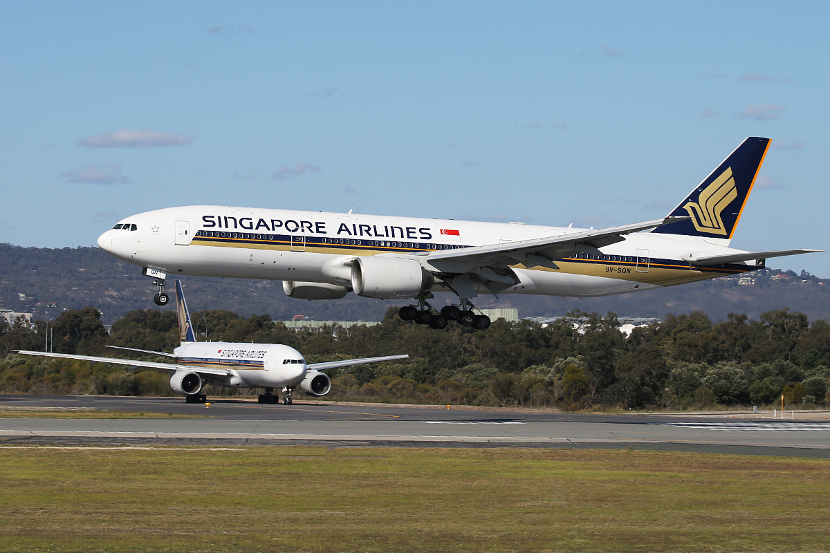 9V-SQN Boeing 777-212ER (MSN 33373/487) of Singapore Airlines at Perth Airport – 14 Aug 2015.