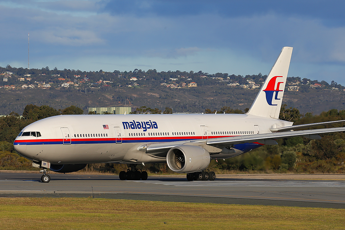 9M-MRF Boeing 777-216ER (MSN 28413) of Malaysia Airlines at Perth Airport - 23 August 2015.