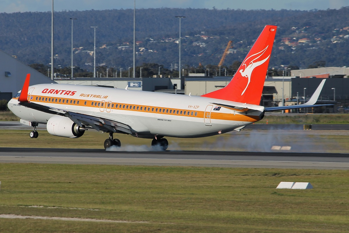 VH-XZP Boeing 737-838 (MSN 44577/5164) of Qantas in special Retro Livery at Perth Airport – 25 Jan 2015.