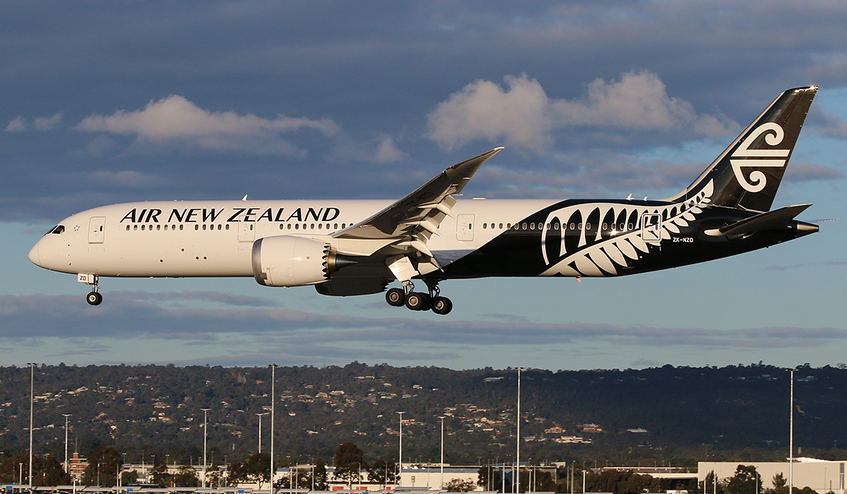 ZK-NZD Boeing 787-9 DreamLiner (MSN 41989 LN:133) of Air New Zealand at Perth Airport - 24 August 2015.