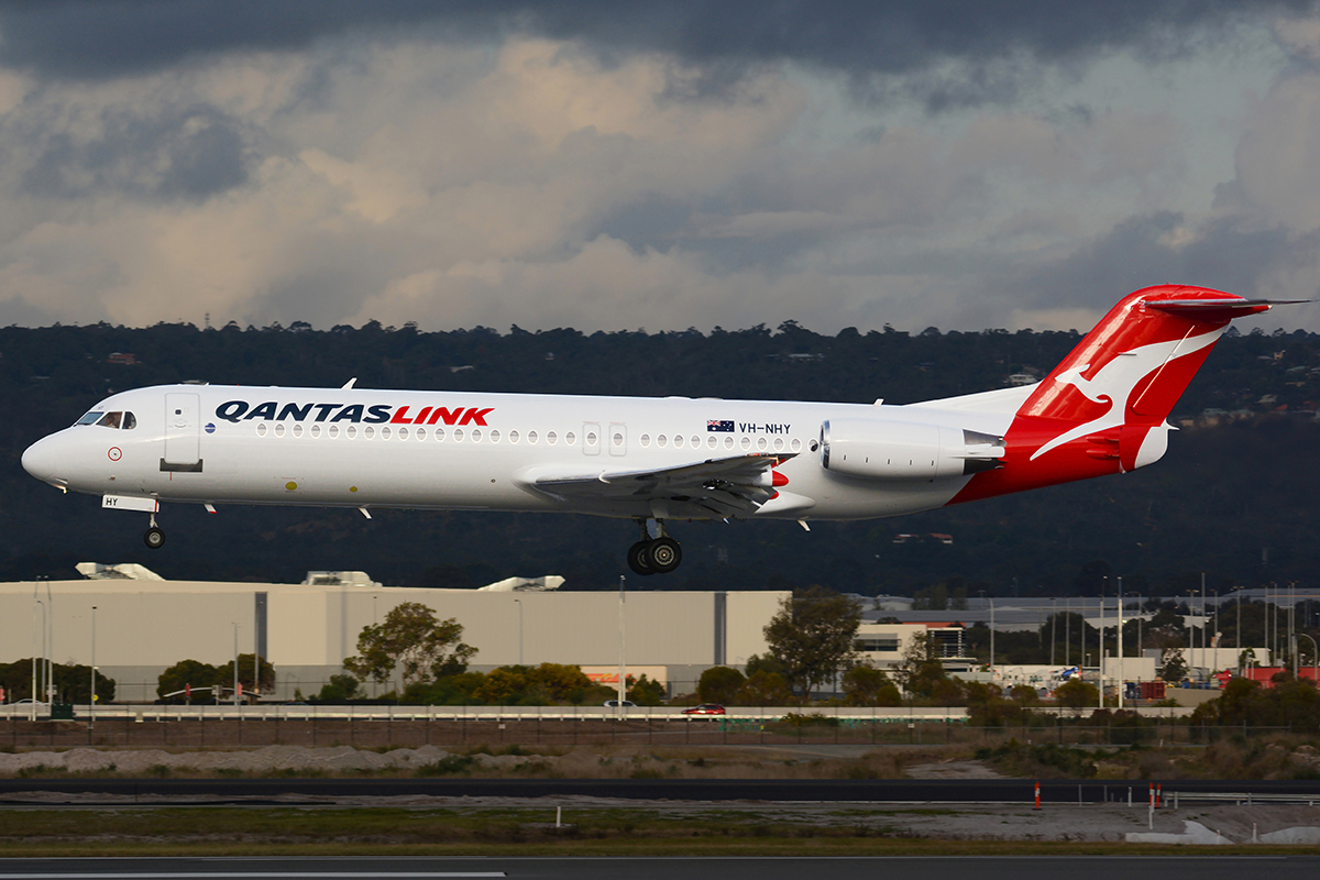 VH-NHY Fokker 100 (MSN 11467) of Qantas Link at Perth Airport – 28 August 2015.