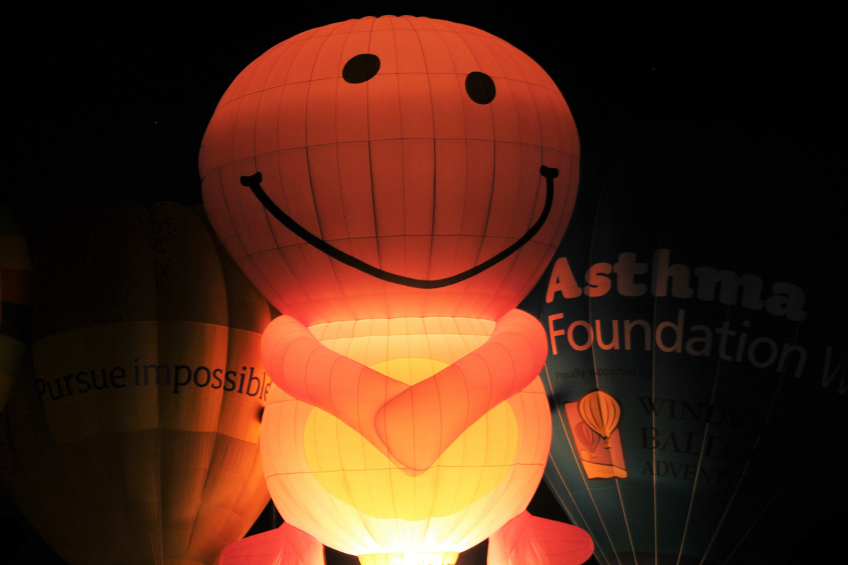 Balloon VH-NUD at Henry Street Oval, Northam - Sat 29 August 2015. The 'Balloon Glow' event at the Shire of Northam's Family Balloon Fiesta, held during the National Ballooning Championships. Photo © Jonathan Williams